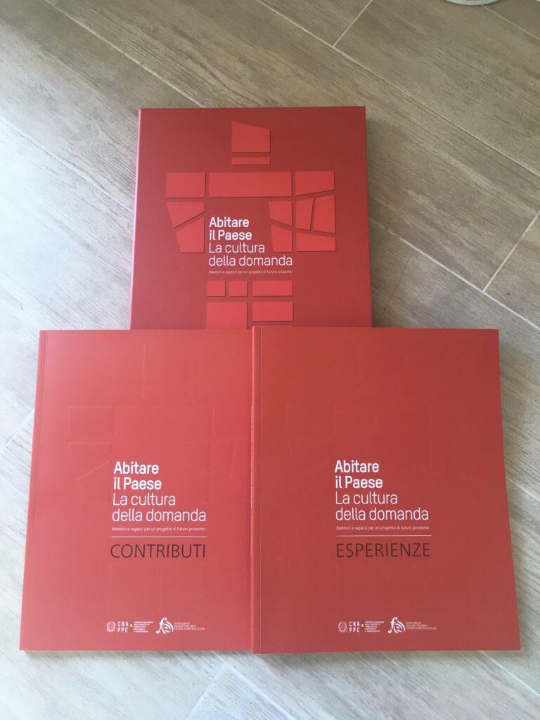 Abitare il Paese – La Cultura della domanda – Bambini e ragazzi per un progetto di futuro prossimo: pubblicato il cofanetto a due volumi che racconta tutta la storia della 1° edizione.